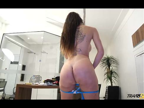 Tranny Jennifer Satine with perfect body at swimsuit